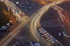 夜交通在胜利广场 免版税库存照片