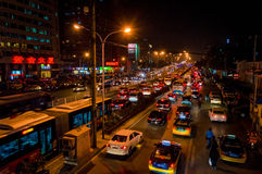 夜交通堵塞在北京 免版税库存图片