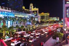 夜交通堵塞在维加斯 免版税图库摄影