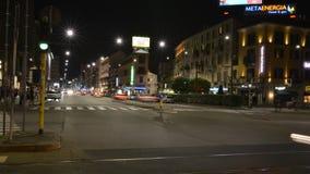 夜交通时间间隔在Corso Buenos的在米兰` s波尔塔Venezia区 股票视频