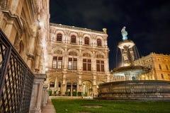 夜低角度视图的维也纳,奥地利 库存图片