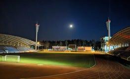 夜体育场和没有人 免版税库存照片