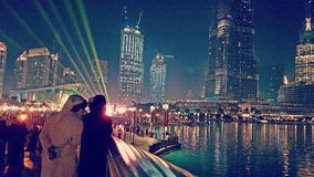 夜光展示在迪拜市 免版税库存照片