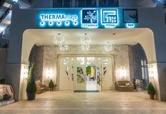 夜入口在一家五星旅馆里在Kranevo,保加利亚 图库摄影