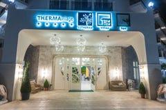 夜入口在保加利亚语的Kranevo一家五星旅馆里 免版税库存照片