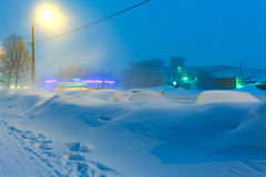 夜冬天城市场面 免版税库存照片