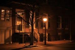 夜冬天城市街灯 库存照片