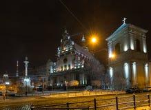 夜冬天Bernardine教会和修道院,利沃夫州市,乌克兰 免版税库存照片