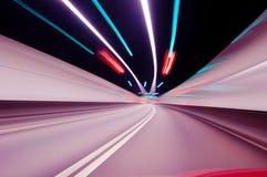 夜加速的隧道路 免版税库存照片