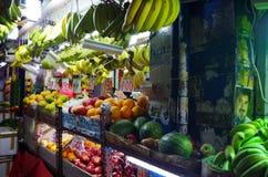 夜商店在新加坡 免版税库存照片