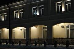 夜图拉 市中心 光曲拱  修造 光 免版税图库摄影
