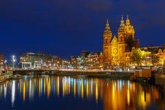夜圣尼古拉大教堂城市视图  图库摄影