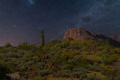 夜在亚利桑那沙漠 免版税库存图片