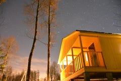 夜在俄国村庄 免版税库存照片