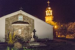 夜在圣乔治修道院里在保加利亚波摩莱 库存图片
