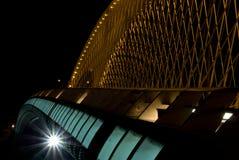 夜在布拉格捷克共和国的桥梁十字架Moldau 免版税库存图片