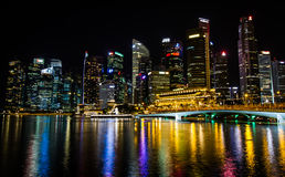 夜在新加坡 库存图片