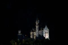 夜在新天鹅堡 免版税库存图片