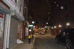 夜在波士顿海关附近的街道视图在波士顿, 2016年12月11日的美国 免版税库存照片