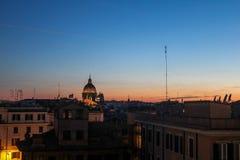 夜在热那亚,意大利 免版税库存图片