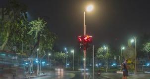 夜在街道交叉点的城市交通Hyperlapse  汽车和摩托车运动Timelapse  股票视频