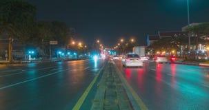 夜在街道交叉点的城市交通Hyperlapse  汽车和摩托车运动Timelapse  影视素材
