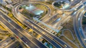 夜在4方式中止街道交叉点圈子环形交通枢纽的城市交通Timelapse在曼谷,泰国 4K UHD水平的天线 股票视频