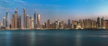 夜在JBR,迪拜, 12月点燃 2017年 免版税库存图片