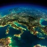 夜地球。欧洲-意大利和希腊的片断 免版税图库摄影