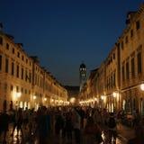 夜场面在杜布罗夫尼克在克罗地亚 免版税图库摄影