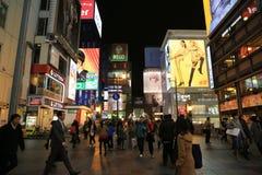 夜场面电标志,南坝,大阪,日本 免版税库存图片