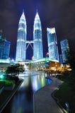 夜场面pf双峰塔,吉隆坡 免版税库存图片