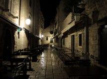 夜城市。杜布罗夫尼克。 库存照片