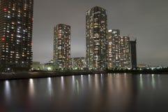 夜城市反射 免版税库存照片