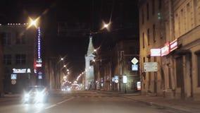 夜城市和路看法  照相机里面驾驶的汽车 影视素材