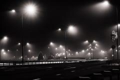夜城市轨道点燃黑白 免版税库存照片
