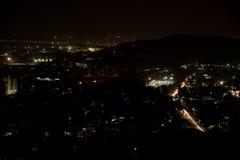 夜城市顶视图落后长的曝光 免版税库存图片