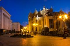 夜基辅都市风景 有虚构物或Horodecki议院的议院 免版税库存照片