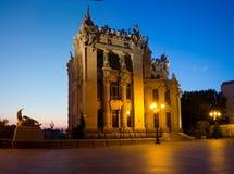 夜基辅都市风景 有虚构物或Horodecki议院的议院 库存照片