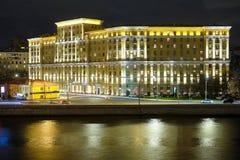 夜堤防的图象在莫斯科 免版税库存照片