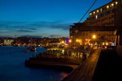 夜大气在斯利马,马耳他 免版税库存照片