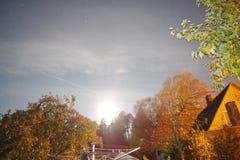 夜太阳的月亮 免版税图库摄影