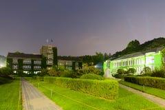 夜射击了延世大学-汉城,韩国主要历史和行政大厦  免版税库存图片