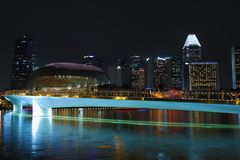 夜小游艇船坞海湾沙子的都市风景视图,新加坡 库存图片