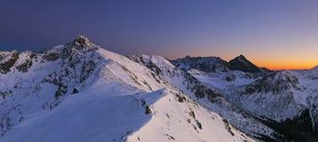 夜山- Tatras在冬天 免版税库存照片