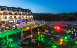 夜庭院在一家五星旅馆里在Kranevo,保加利亚 库存照片