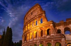 夜建筑学的罗马罗马斗兽场在罗马市中心 库存图片