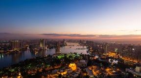 夜开罗全景从开罗电视塔的顶端 库存照片