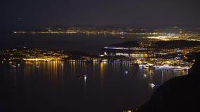 夜摩纳哥,富有的游人的豪华旅游胜地,昂贵的房地产顶视图  影视素材