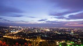 夜来临到镇 阿尔玛蒂,哈萨克斯坦 tim 股票视频
